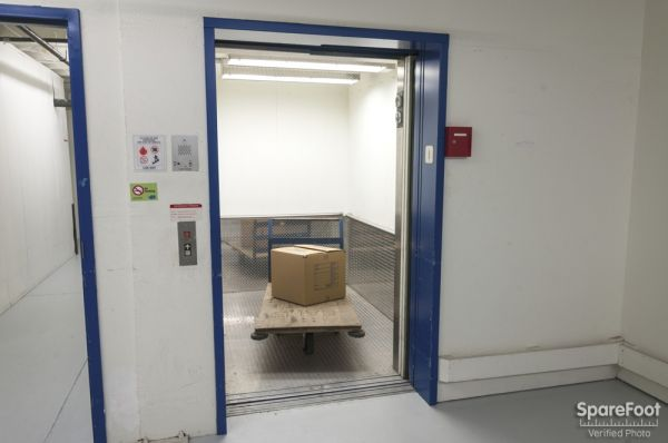 31031 21st Place Southwest Federal Way, WA 98023 - Rolling Cart|Elevator