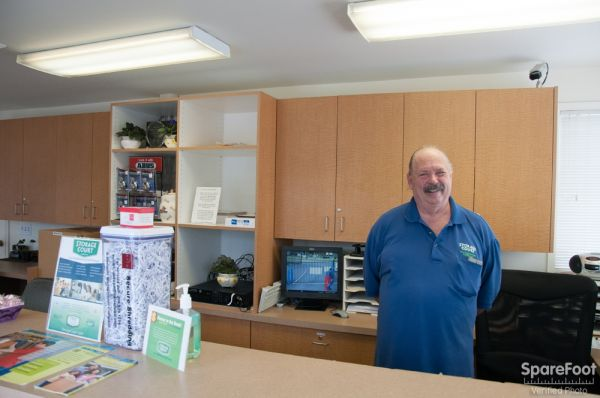 17828 Midvale Avenue North Shoreline, WA 98133 - Moving/Shipping Supplies|Front Office Interior|Staff Member