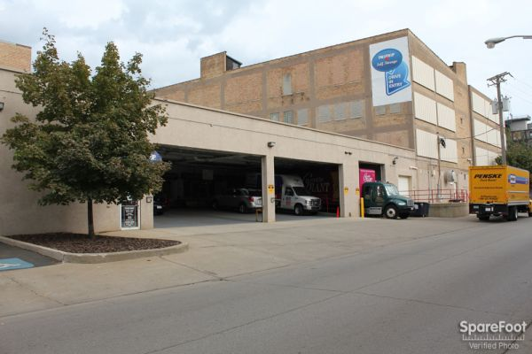 1930 North Clybourn Avenue Chicago, IL 60614 - Drive-up Units|Driving Aisle