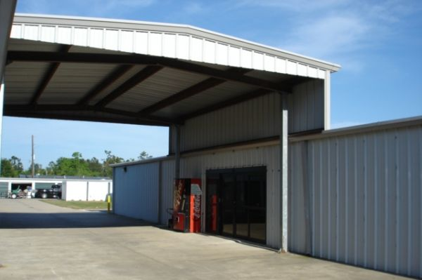 4401 Brown Street Lake Charles, LA 70607 - Driving Aisle
