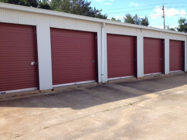 2421 Stuart Avenue Albany, GA 31707 - Drive-up Units