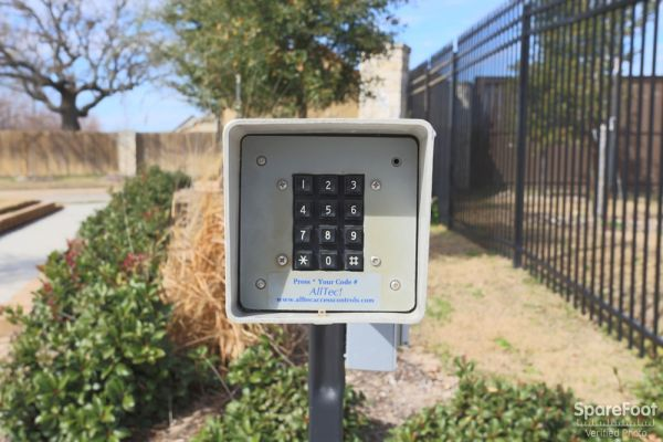 2672 Horse Haven Lane College Station, TX 77845 - Security Keypad