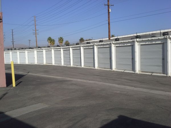 2680 East La Cadena Drive Riverside, CA 92507 - Drive-up Units