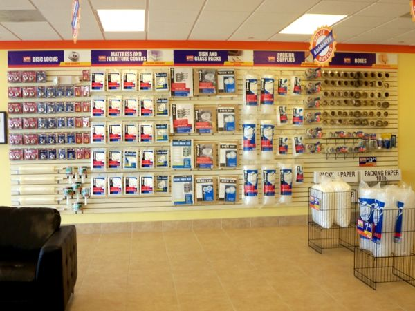 1124 West Sunrise Boulevard Fort Lauderdale, FL 33311 - Moving/Shipping Supplies
