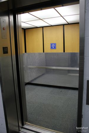 350 West Kinzie Street Chicago, IL 60654 - Elevator