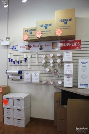 350 West Kinzie Street Chicago, IL 60654 - Moving/Shipping Supplies