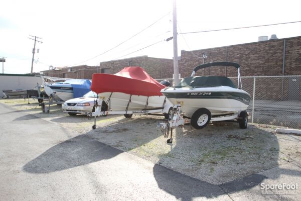 2600 Old Willow Road Northbrook, IL 60062 - Car/Boat/RV Storage