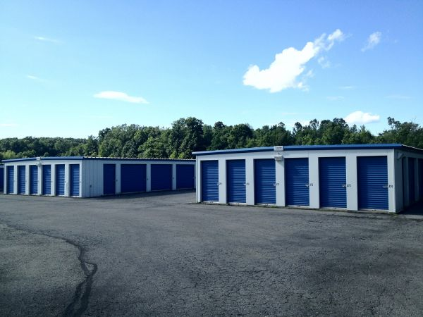 242 South Plank Road Route 52 Newburgh, NY 12550 - Drive-up Units|Driving Aisle