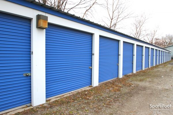 17560 Chicago Avenue Lansing, IL 60438 - Drive-up Units