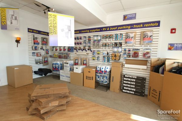 515 West Lincoln Highway Chicago Heights, IL 60411 - Moving/Shipping Supplies