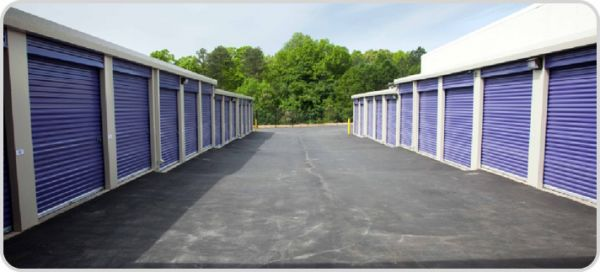 240 Cedar Springs Road Spartanburg, SC 29302 - Drive-up Units|Driving Aisle