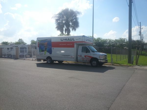3345 U.s. 92 Lakeland, FL 33801 - Moving Truck|Security Gate