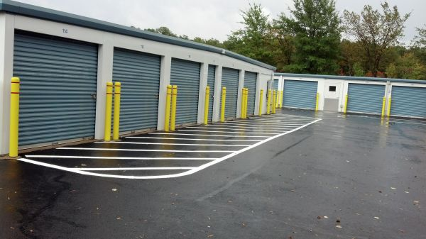 2564 Old Washington Rd Waldorf, MD 20601 - Drive-up Units