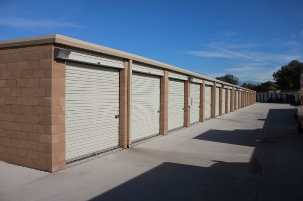 1723 South E Street San Bernardino, CA 92408 - Drive-up Units|Driving Aisle