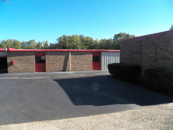 9275 Macon Road Cordova, TN 38016 - Drive-up Units