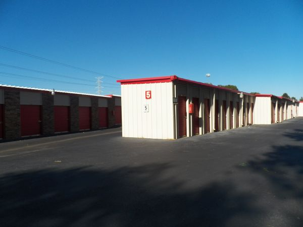 9275 Macon Road Cordova, TN 38016 - Drive-up Units|Driving Aisle