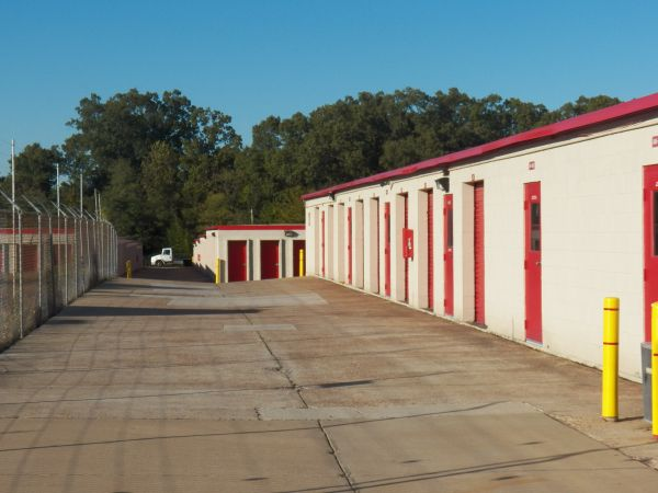 4705 Winchester Road Memphis, TN 38118 - Drive-up Units|Driving Aisle