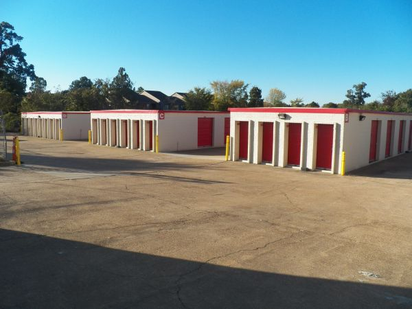 4705 Winchester Road Memphis, TN 38118 - Drive-up Units