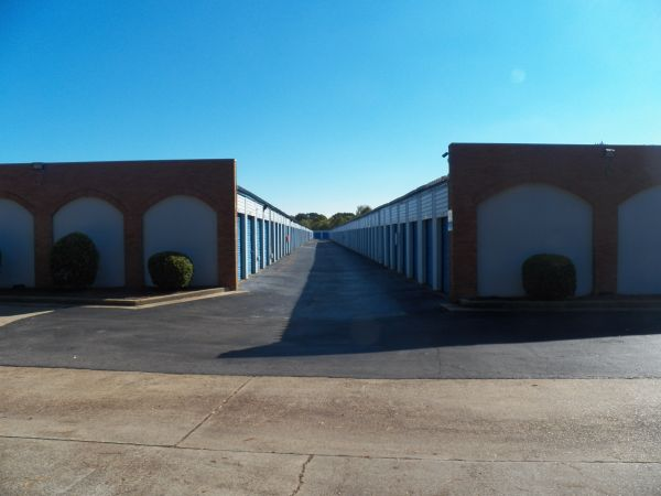 3686 South Germantown Road Memphis, TN 38125 - Drive-up Units|Driving Aisle