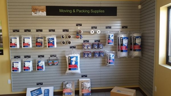 4480 Berg Street North Las Vegas, NV 89081 - Moving/Shipping Supplies