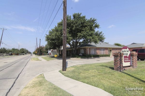 1917 Apollo Road Garland, TX 75044 -