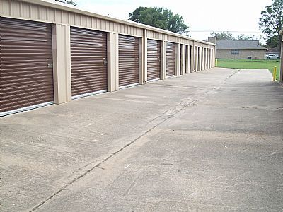 406 University Drive Prairie View, TX 77446 - Drive-up Units|Driving Aisle
