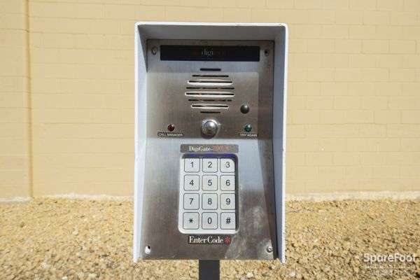 5040 Winnetka Avenue North New Hope, MN 55428 - Security Keypad