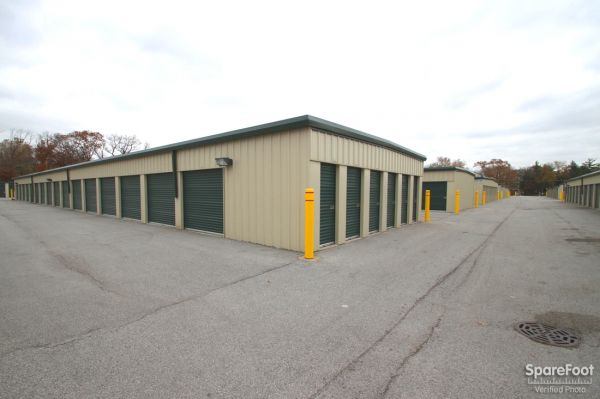 14900 Woodlawn Avenue Dolton, IL 60419 - Drive-up Units