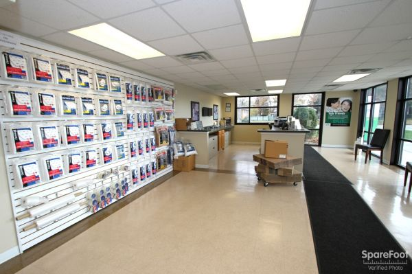 14900 Woodlawn Avenue Dolton, IL 60419 - Moving/Shipping Supplies|Front Office Interior