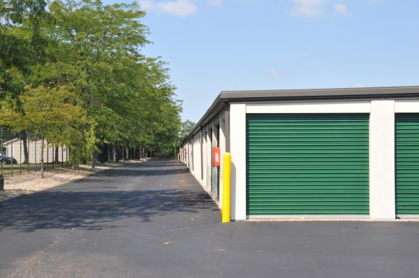 2651 West Alex Bell Road Dayton, OH 45459 - Drive-up Units|Driving Aisle