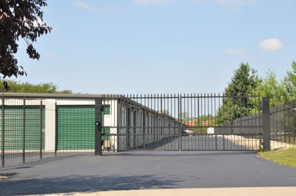 2651 West Alex Bell Road Dayton, OH 45459 - Security Gate|Drive-up Units|Driving Aisle