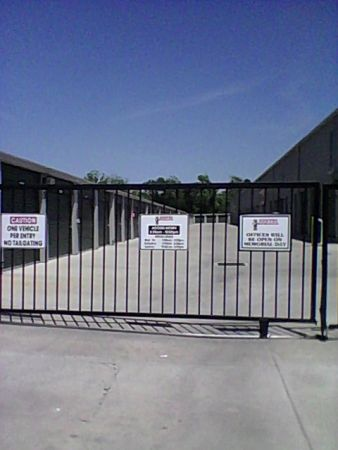 707 Maxey Road Houston, TX 77013 - Security Gate