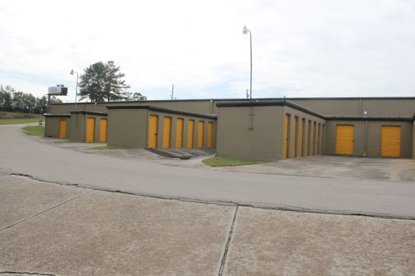 942 Capital Circle Southwest Tallahassee, FL 32304 - Drive-up Units|Driving Aisle
