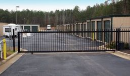 103 Woodlawn Dr Perry, GA 31069 - Security Gate|Drive-up Units|Driving Aisle