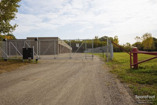 4800 Rolling Hills Rd Medina, MN 55340 - Security Gate|Drive-up Units|Driving Aisle