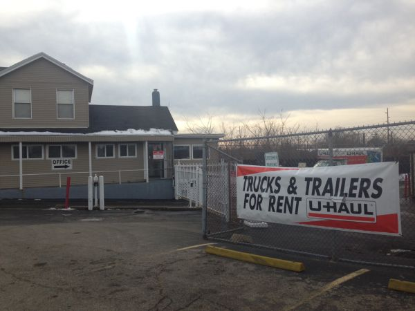 1861 Dixie Highway Hamilton, OH 45011 - Storefront|Moving Truck