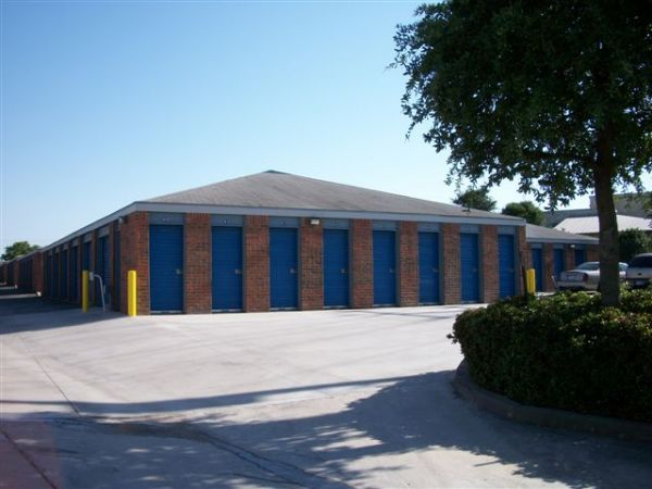 1130 Austin Highway San Antonio, TX 78209 - Drive-up Units|Driving Aisle