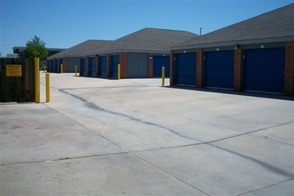 12515 East Central Avenue Wichita, KS 67206 - Drive-up Units