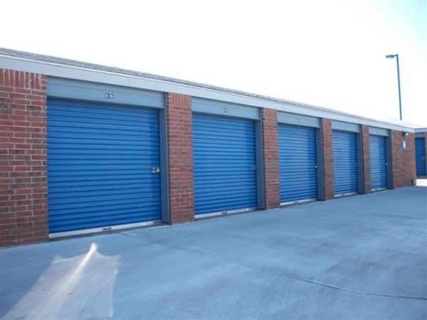 9750 East Harry Street Wichita, KS 67207 - Drive-up Units|Driving Aisle