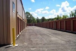 95 Industrial Rd Cumberland, RI 02864 - Drive-up Units