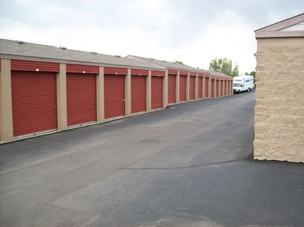 7322 S Carr St Littleton, CO 80128 - Drive-up Units|Driving Aisle