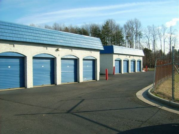 10930 Clara Barton Dr Fairfax Station, VA 22039 - Drive-up Units|Driving Aisle