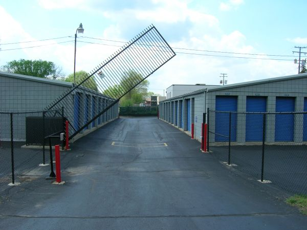 32455 W 8 Mile Rd Livonia, MI 48152 - Security Gate