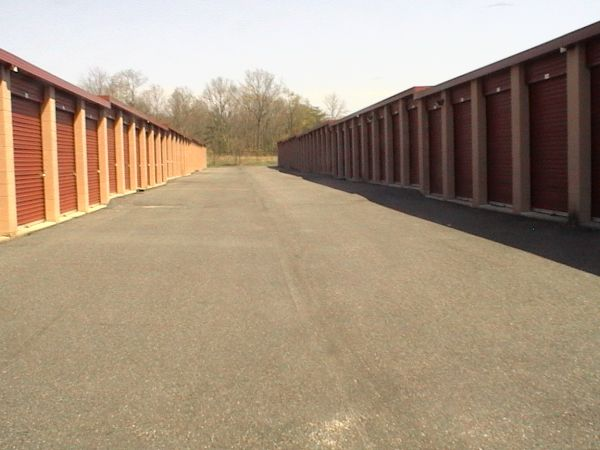 565 North Route 73 Berlin Township, NJ 08091 - Drive-up Units|Driving Aisle