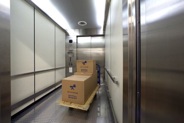 16200 Southwest 137th Avenue Miami, FL 33177 - Rolling Cart|Elevator