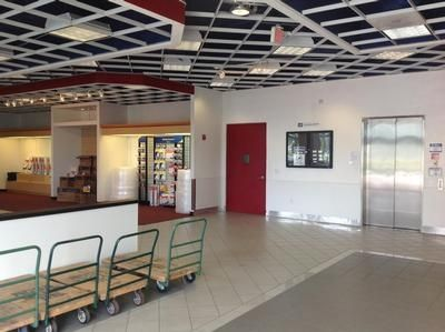 1401 Mercer Avenue West Palm Beach, FL 33401 - Rolling Cart|Front Office Interior