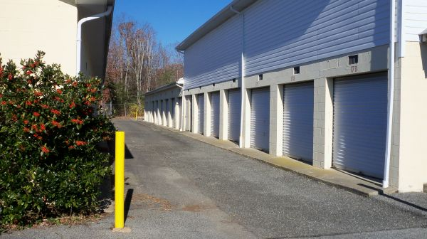 22340 Three Notch Road Lexington Park, MD 20653 - Drive-up Units|Driving Aisle