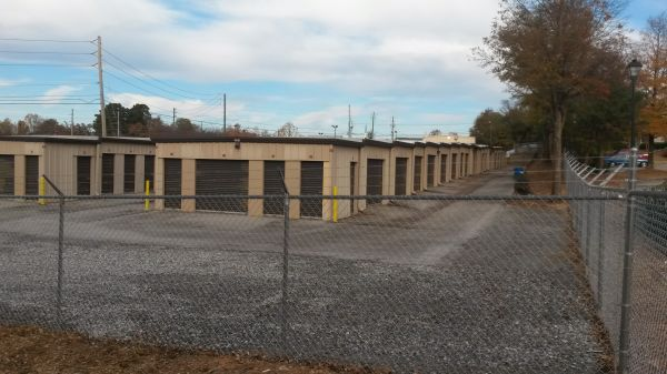 319 Linwood Drive Gainesville, GA 30501 - Drive-up Units