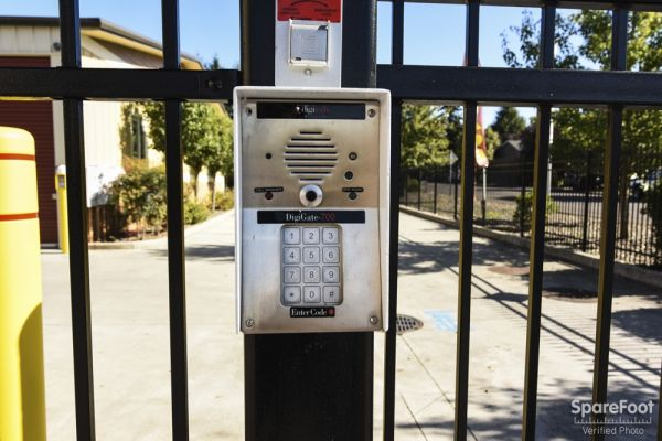 12406 Southeast 5th Street Vancouver, WA 98683 - Security Keypad