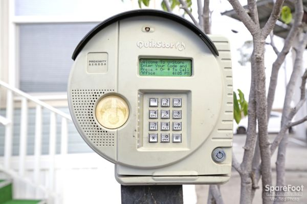 5427 Clara Street Bell, CA 90201 - Security Keypad
